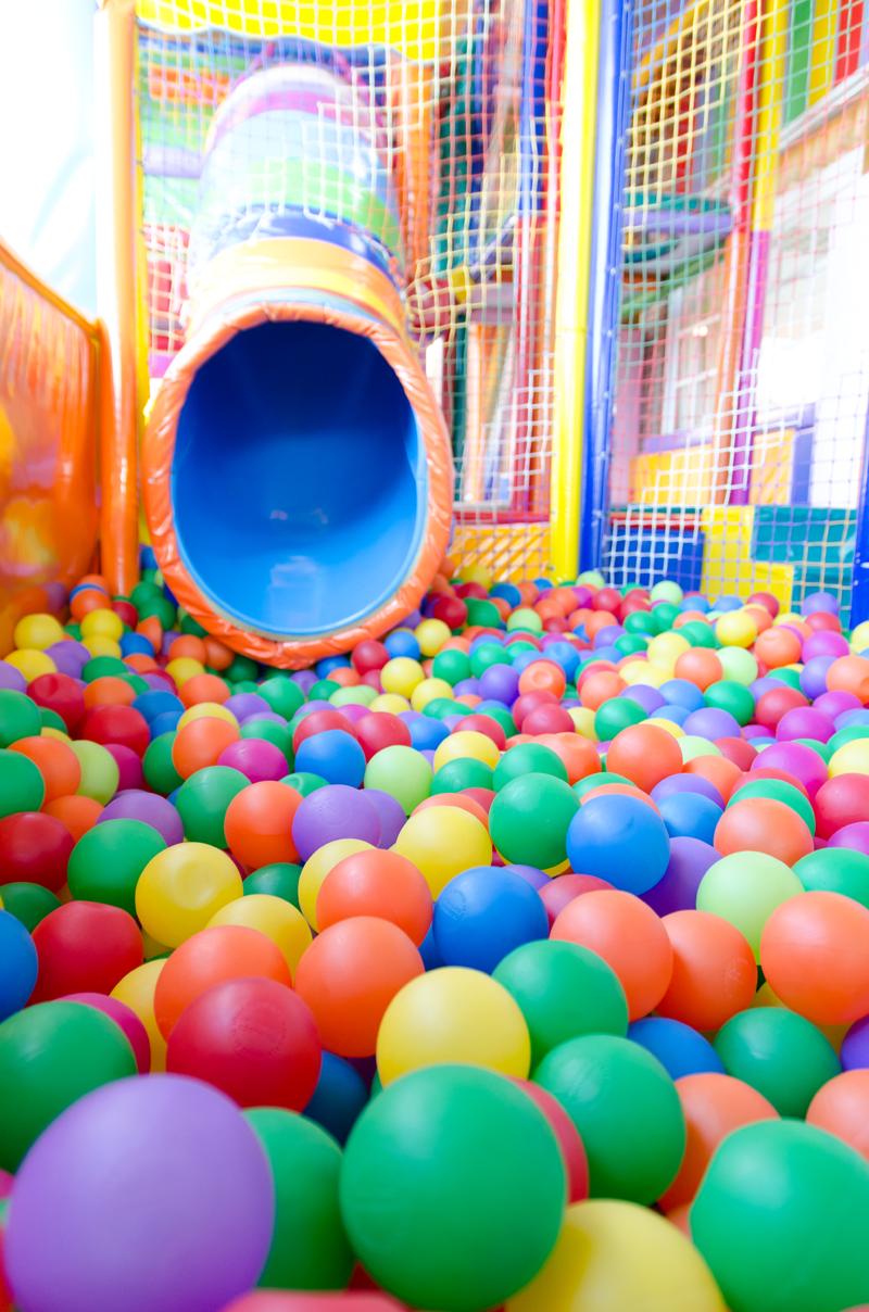 Zutelandia tu parque infantil en granada para cumplea os for Bolas piscinas infantiles